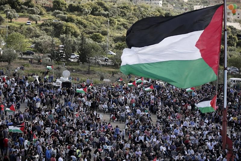 A giant Palestinian flag flutters during a demonstration of Arab-Israelis to mark Land Day on March 30, 2015 in the northern Arab-Israeli village of Deir Hanna (AFP Photo/Ahmad Gharabli)