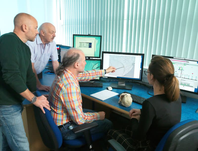 Dominic Stratford, Ron Clarke, Robert Atwood and Amelie Beaudet examine the results at the lab in Oxford