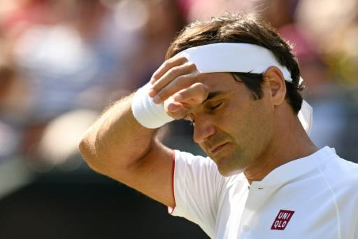 Seeded Roger Federer wastes match point, loses to Anderson at Wimbledon