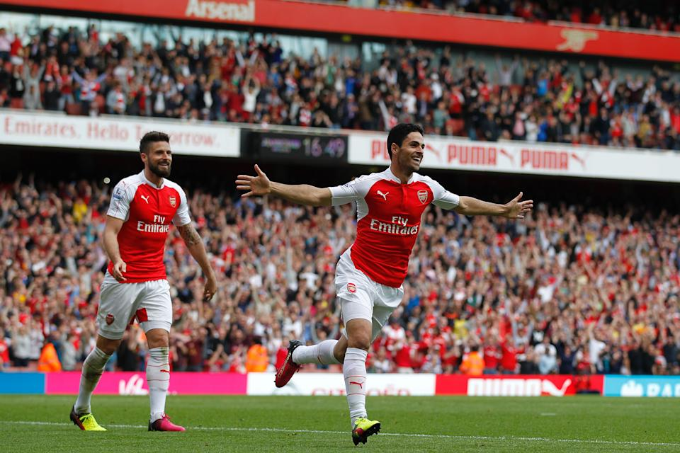 Arsenal's Spanish midfielder Mikel Arteta (R) celebrates scoring his team's fourth goal with Arsenal's French striker Olivier Giroud during the English Premier League football match between Arsenal and Aston Villa at the Emirates Stadium in London on May 15, 2016.  / AFP / Ian Kington / RESTRICTED TO EDITORIAL USE. No use with unauthorized audio, video, data, fixture lists, club/league logos or 'live' services. Online in-match use limited to 75 images, no video emulation. No use in betting, games or single club/league/player publications.  /         (Photo credit should read IAN KINGTON/AFP via Getty Images)
