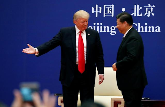 <p>U.S. President Donald Trump and China's Xi Jinping meet business leaders at the Great Hall of the People in Beijing, China, November 9, 2017. REUTERS/Jonathan Ernst </p>