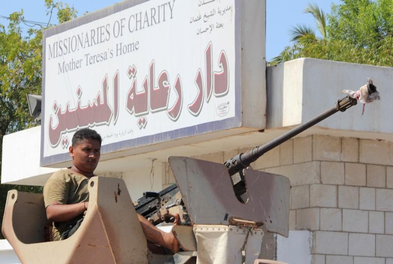 Pro-government Yemeni fighters loyal to exiled President Abedrabbo Mansour Hadi gather outside an care home for the elderly in the main southern city of Aden after it was attacked by gunmen on March 4, 2016 At least 16 people, including four Indian nurses, were killed when the gunmen opened fire, security officials said. (AFP Photo/Saleh al-Obeidi)