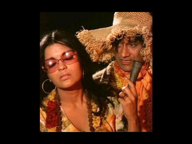 <b>4. Dev Anand-Zeenat Aman </b><br>Dev Anand launched several actors' careers through his films, but no one had such success as Zeenat Aman. Dev Sahab was looking for someone to cast as her sister in 'Hare Ram Hare Krishna' and two-film old (both flop) Zeenat caught his eye. The success of the film made Zeenat the heartthrob of the nation and a new partnership was born. Dev Anand cast Zeenat in many other films such as Heera-Panna, Ishq Ishq Ishq etc. Dev Anand later admitted that he was once in love with Aman and was going to propose to her but decided against it.