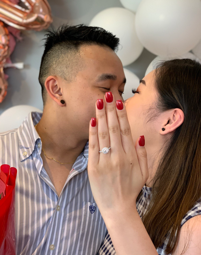 Woman hilariously hand models cousin's ring in viral proposal photo