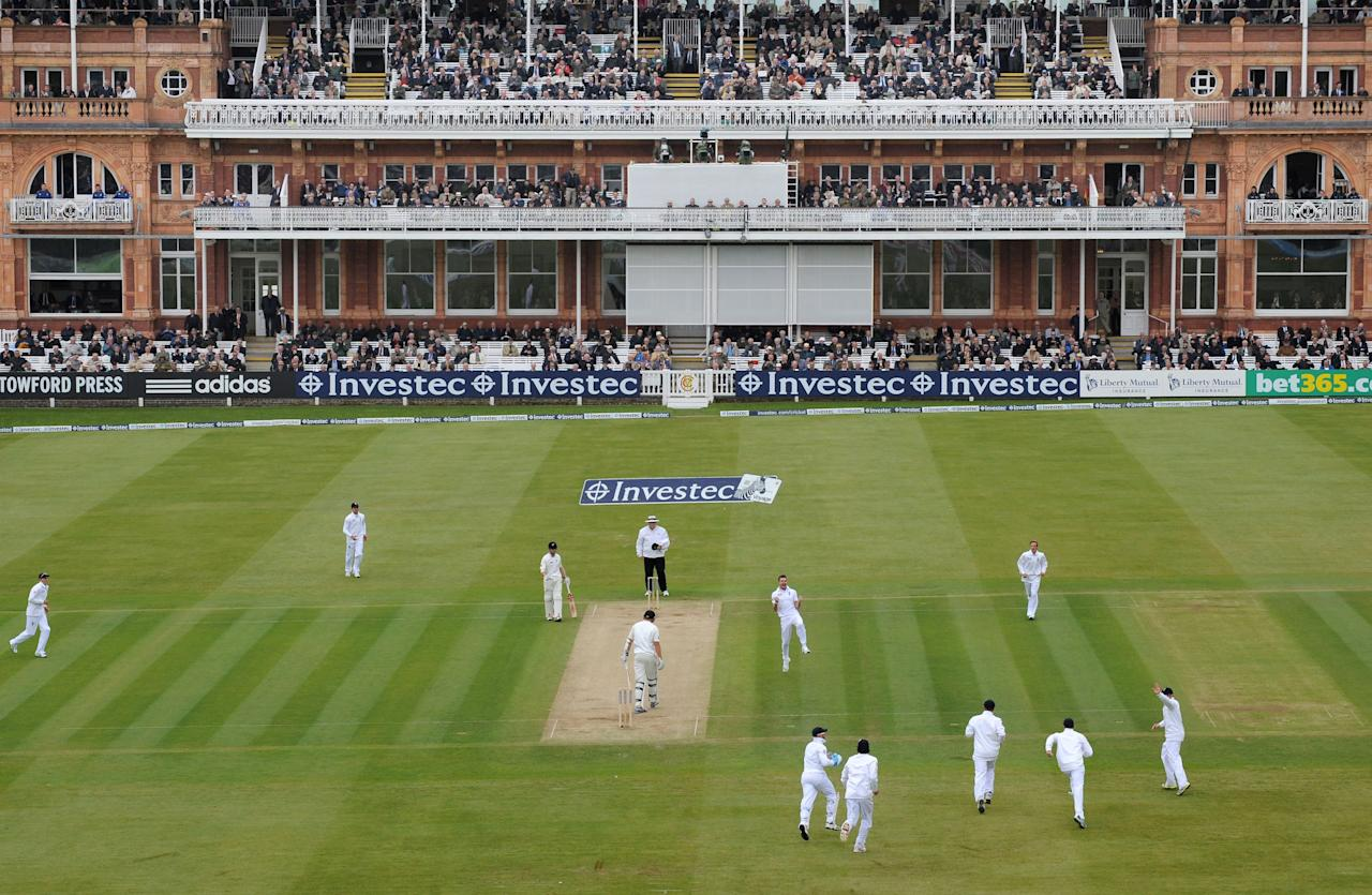 England's James Anderson (centre) celebrates taking his 300th test wicket, that of New Zealand's Peter Fulton, caught by Graeme Swann for 2 during the first test at Lord's Cricket Ground, London.