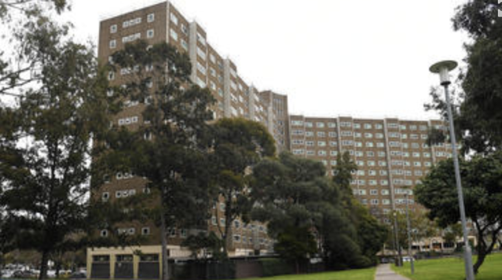 Residents in the 33 Alfred Street tower will have to quarantine for another nine days. Source: AAP