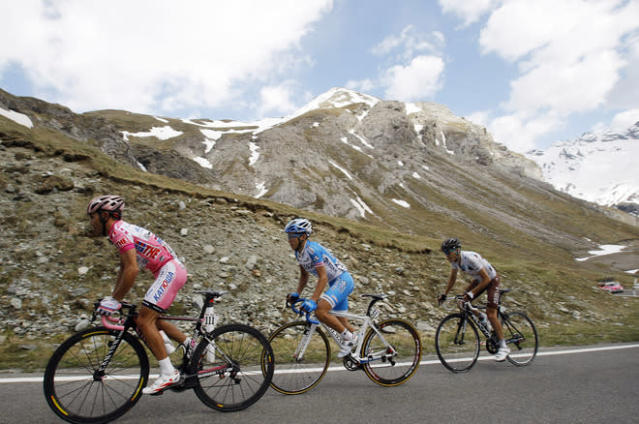 Joaquim Rodriguez of Spain (L), wearing the leader pink jersey, climbs during the 219 km 20th stage from Caldes to Passo dello Stelvio of the Tour of Italy Giro d'Italia May 26, 2012. AFP PHOTO / Alessandro GarofaloALESSANDRO GAROFALO/AFP/GettyImages