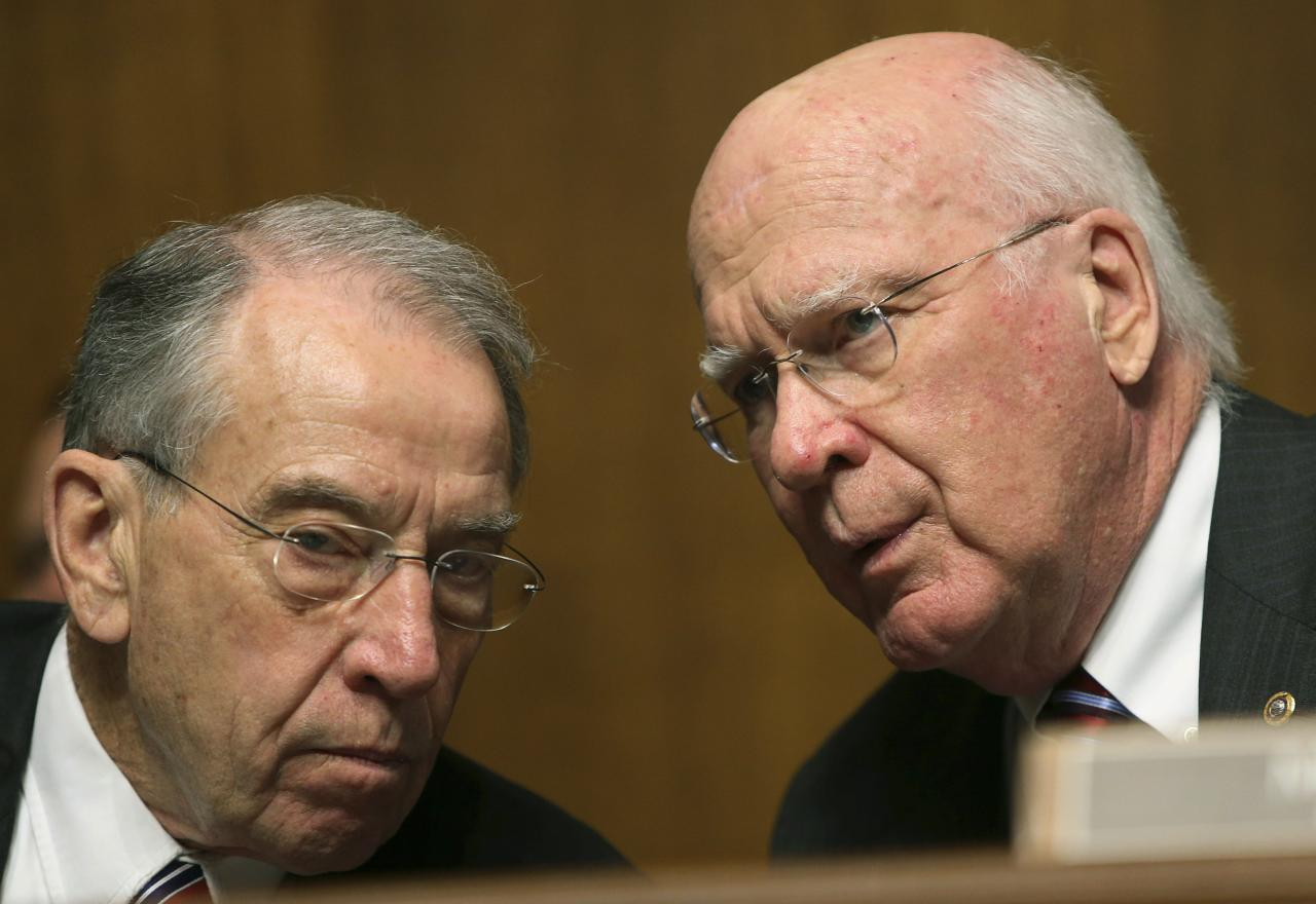 The chairman of the Senate Judiciary Committee, Senator Patrick Leahy (D-VT) (R) and Senator Chuck Grassley (R-IA) (L), confer before listening to NSA Director General Keith Alexander (not pictured) in Washington December 11, 2013. REUTERS/Gary Cameron (UNITED STATES - Tags: POLITICS MILITARY)
