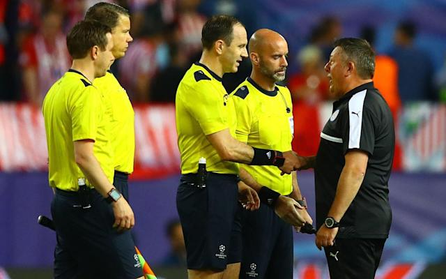 Craig Shakespeare tells the referee he made the wrong call - Rex Features