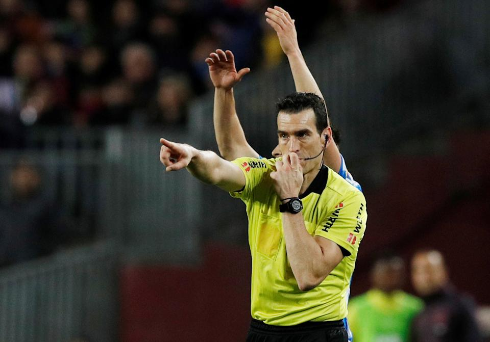 Soccer Football - La Liga Santander - FC Barcelona v Real Sociedad - Camp Nou, Barcelona, Spain - March 7, 2020  Referee Juan Martinez Munuera awards a penalty to Barcelona  REUTERS/Albert Gea