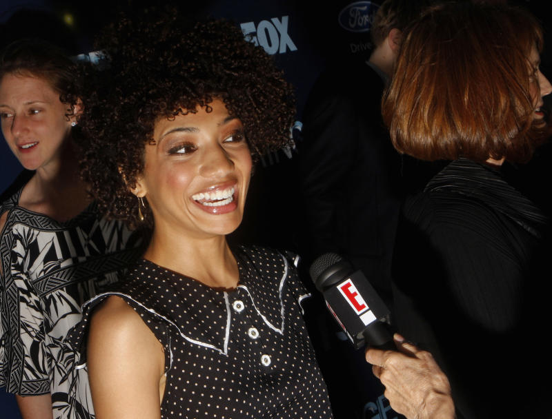 "Cast member Jasika Nicole speaks to a reporter during the Fox Premiere Party of ""Fringe"" at The Xchange in New York August 25, 2008. REUTERS/Joshua Lott (UNITED STATES)"
