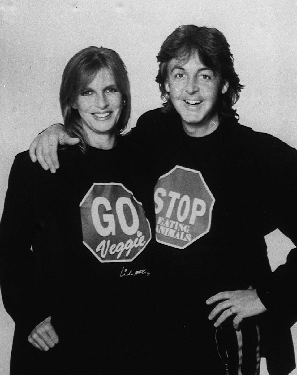 PA NEWS PHOTO 29/9/91 PAUL AND LINDA MCCARTNEY LAUNCH THE UK'S FIRST NATIONAL VEGETARIAN DAY IN LONDON   (Photo by PA Images via Getty Images)