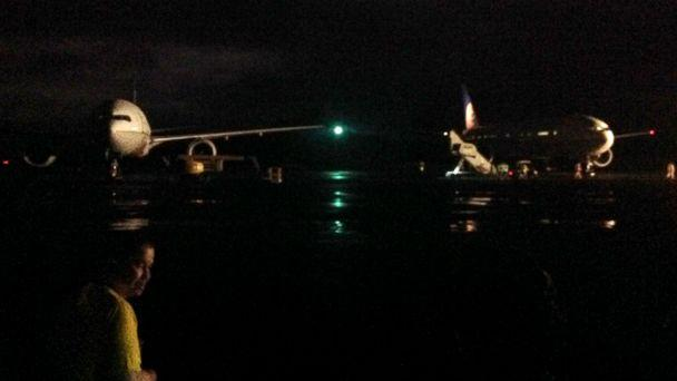 HT united midway island 1 sk 140711 16x9 608 United 777 Diverts to Remote Pacific Island After Burning Smell Reported
