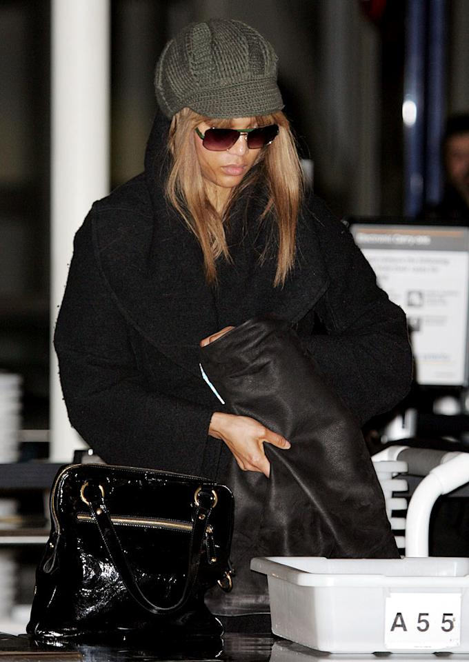 "The multi-talented Tyra Banks wears her knit to go incognito before walking through an airport security line. Kaminski/<a href=""http://www.splashnewsonline.com"" target=""new"">Splash News</a> - February 9, 2009"