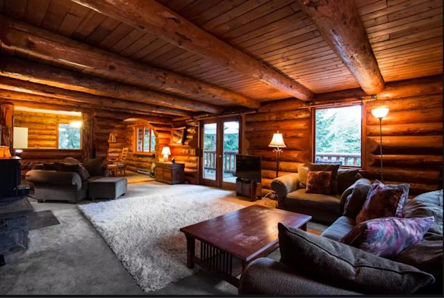 <p>Retire to the cosy living area with beautiful views for some post-dinner board games or a nightcap. (Airbnb) </p>