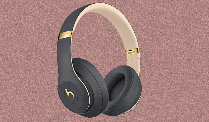Hear everything (or nothing) clearly with these top-rated Beats wireless headphones! (Photo: Amazon)