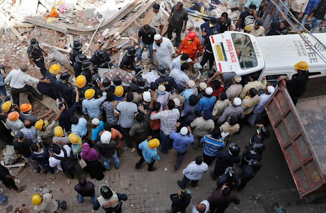 <p>Firefighters and rescue workers carry the body of a victim from the site of a collapsed building in Mumbai, India, Aug. 31, 2017. (Photo: Shailesh Andrade/Reuters) </p>