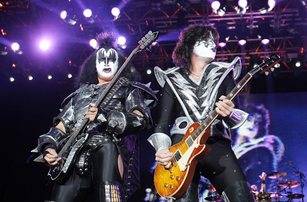 Gene Simmons (L) and Tommy Thayer of the