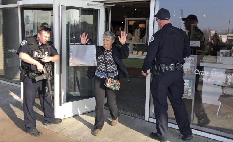 Two injured in shooting at Utah mall, cops say