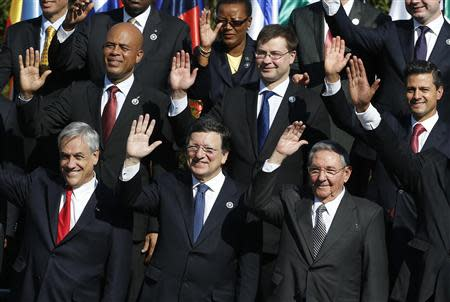 (Top L to R) Haiti's President Michel Martelly, Latvia's Prime Minister Valdis Dombrovskis, Mexico's President Enrique Pena Nieto, (bottom L to R) Chile's President Sebastian Pinera, the head of the European Commission Jose Manuel Barroso and Cuba's President Raul Castro wave to the media during the group picture during the summit of the Community of Latin American, Caribbean States and European Union (CELAC-UE) in Santiago in this January 26, 2013 file photo. REUTERS/Andres Stapff/Files