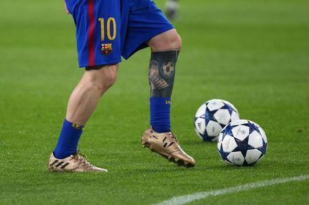 Football Soccer - Juventus v FC Barcelona - UEFA Champions League Quarter Final First Leg - Juventus Stadium, Turin, Italy - 11/4/17 Barcelona's Lionel Messi warms up before the game Reuters / Alessandro Bianchi Livepic - RTX354NC