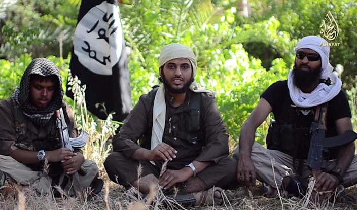 """Abu Muthanna al-Yemeni (C), believed to be Nasser Muthana, a 20-year-old man from Cardiff, Wales who left to fight in Syria, speaks in an online video titled """"There is no life without Jihad"""" on June 19, 2014 (AFP Photo/)"""