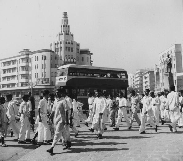 circa 1954: Pedestrians and traffic on Queens Road, Bombay's famous avenue of hotels, apartment houses and cinemas. (Photo by Three Lions/Getty Images)