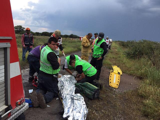 <p>A handout photo made available by the Civil Protection State Coordination (CPCE) shows emergency personnel at the site where an Aeromexico plane crashed, helping passengers, in Durango, Mexico, July 31, 2018. (Photo: Handout/EPA-EFE/REX/Shutterstock) </p>