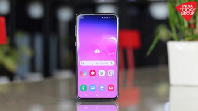 The Galaxy S10e is Samsung's compact and most affordable flagship in the S10 series. At Rs 55,900, the Galaxy S10e offers most of same specs and features as the S10 and S10+, making it a value for money phone for the masses.