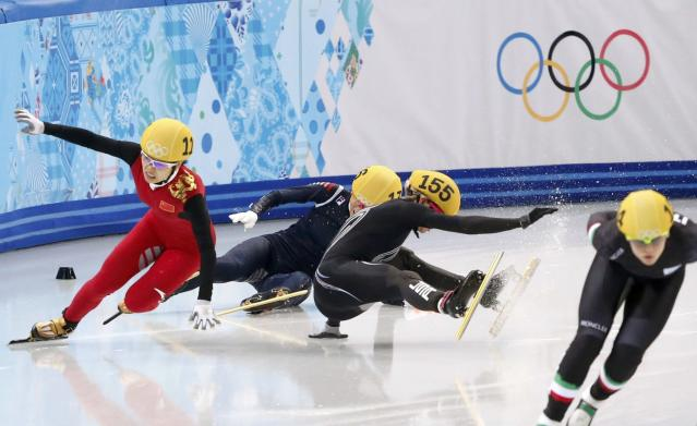 China's Li Jianrou (L) and Emily Scott ( 3rd L) of the U.S. crash out during the women's 1,500 metres short track speed skating final event at the Iceberg Skating Palace during the 2014 Sochi Winter Olympics February 15, 2014. REUTERS/Lucy Nicholson (RUSSIA - Tags: OLYMPICS SPORT SPEED SKATING)
