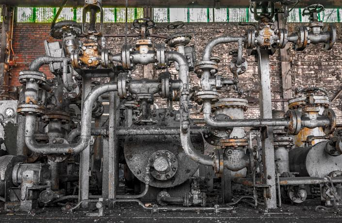 <p>In the works of a photographer named Dave — who goes by Freaktography and never gives out his full name — haunting abandonment leaps from images of discarded machinery, tools and factory essentials. (Photo: Freaktography/Caters News) </p>