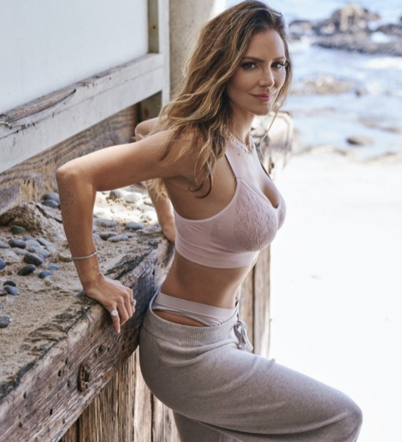 Katharine McPhee Foster wearing MINDD wirefree bra designed for women with larger chests (Image via Instagram/MINDD Photo by the Riker Brothers).