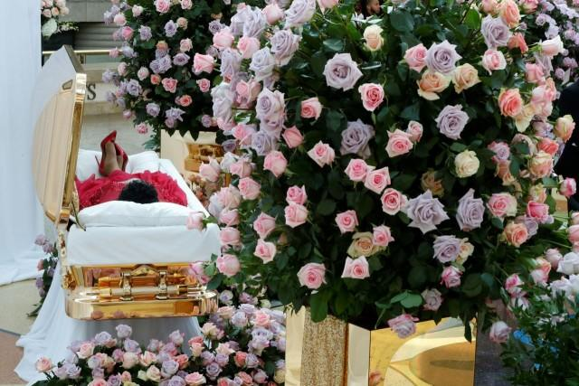 Aretha Franklin given costume change as gold casket returns to star's church
