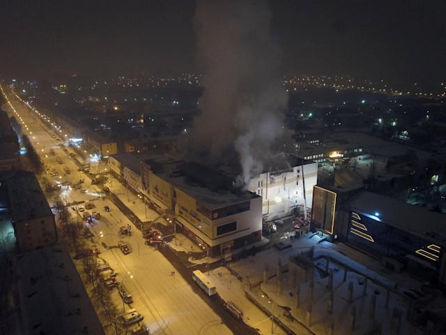 <p>An aerial view shows the scene of a fire in a shopping mall in the Siberian city of Kemerovo, Russia, on March 26, 2018. (Photo: Maksim Lisov/Reuters) </p>