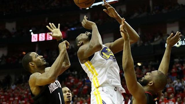 Die Golden State Warriors um Kevin Durant (m.) stehen in den NBA-Playoffs vor dem Aus