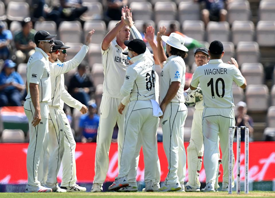 New Zealand's Kyle Jamieson (C) celebrates taking the wicket of India's Virat Kohli for 13 runs on the final day of the ICC World Test Championship Final between New Zealand and India at the Ageas Bowl in Southampton, southwest England on June 23, 2021. - RESTRICTED TO EDITORIAL USE (Photo by Glyn KIRK / AFP) / RESTRICTED TO EDITORIAL USE (Photo by GLYN KIRK/AFP via Getty Images)