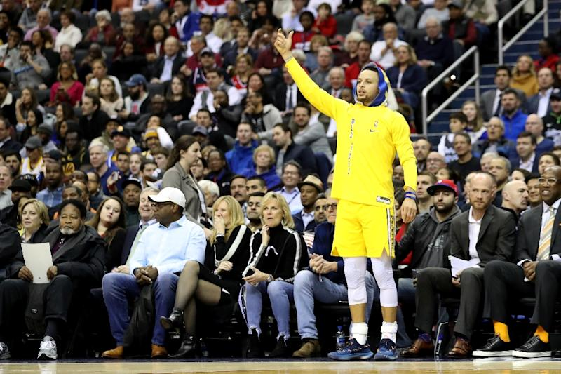 Warriors trounce Pacers, win 11th straight game