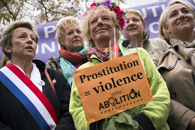 Former French prostitute Rosen Hicher (C), an activist for the abolition of prostitution, arrives in front of the Senate in Paris on October 12, 2014, after a march of 800km across France (AFP Photo/Lionel Bonaventure)