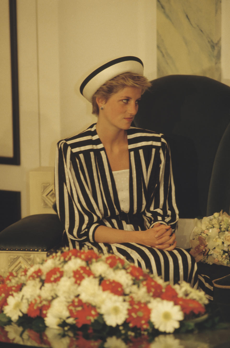 Diana, Princess of Wales  (1961 - 1997) wearing an Emanuel dress upon her arrival at Bahrain airport, November 1986. (Photo by Jayne Fincher/Princess Diana Archive/Getty Images)