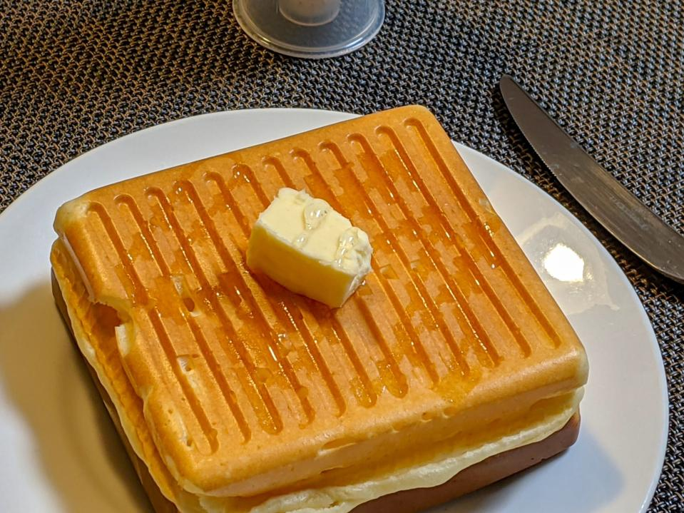 The latest cool culinary trick is making fluffy and thick pancakes using a sandwich maker, as recommended by Japanese Twitter user @yas_yuki0573.