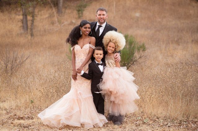 "The California family looks as if they belonged on the cover of Vogue magazine. (Photo: Creative Soul <a href=""https://www.instagram.com/creativesoulphoto/"" rel=""nofollow noopener"" target=""_blank"" data-ylk=""slk:Photography/www.creativesoulphoto.com"" class=""link rapid-noclick-resp"">Photography/www.creativesoulphoto.com</a>)"
