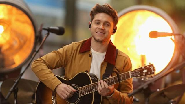 Niall Horan became the third member of One Direction to score a No. 1 album, as the singer's solo debut, <em>Flicker</em>, debuted atop the Billboard 200.