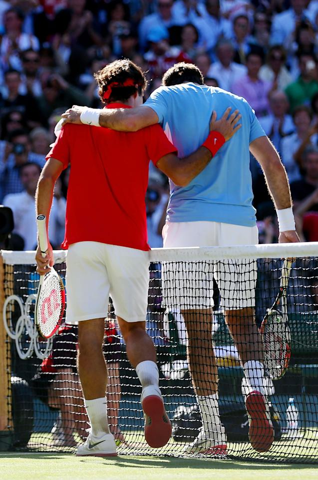 (L-R) Roger Federer of Switzerland is congratulated by Juan Martin Del Potro of Argentina after his 4-6, 7-6, 19-17 win in the Semifinal of Men's Singles Tennis on Day 7 of the London 2012 Olympic Games at Wimbledon on August 3, 2012 in London, England.  (Photo by Clive Brunskill/Getty Images)
