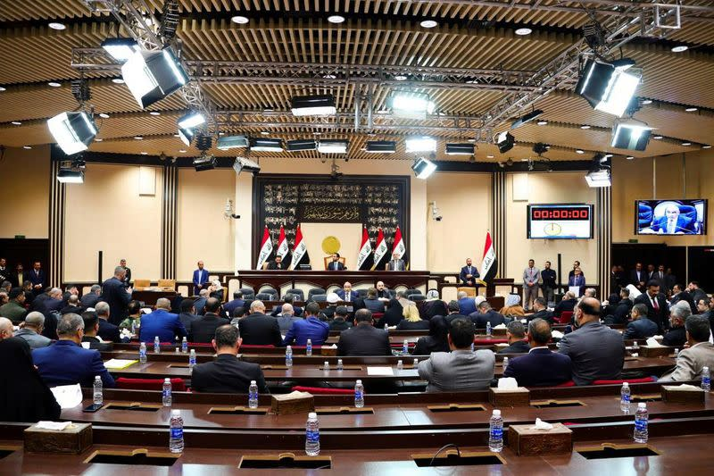 Iraqi parliament backs government push to expel foreign troops