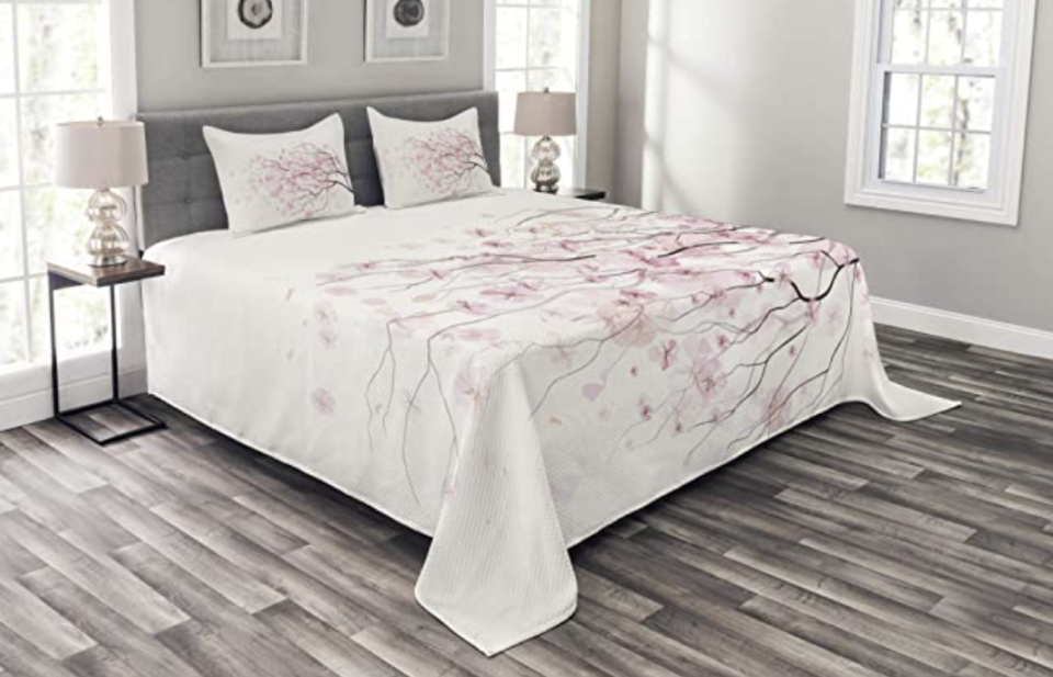 PHOTO: Amazon. Bedspread, Quilted 3 Piece Set with 2 Pillow Shams, King Size