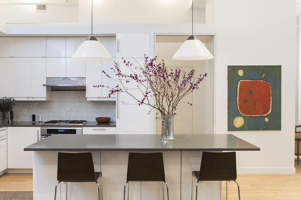 "<p>Loads of bright light and fresh flowers enliven this IKEA kitchen by Rayman Boozer of <a href=""https://www.apartment48.com/"" rel=""nofollow noopener"" target=""_blank"" data-ylk=""slk:Apartment 48"" class=""link rapid-noclick-resp"">Apartment 48</a>. The crisp fronts and open design give it an expansive feel, despite it being tucked inside a Manhattan apartment. </p>"
