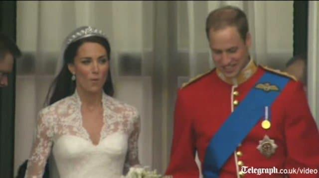 Prince William and Kate Middleton kiss on balcony after royal wedding