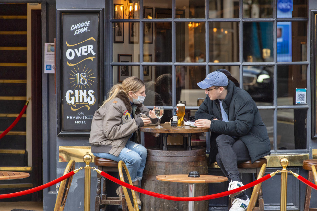 People sitting outside the Cock and Lion pub in Marylebone on the eve of the 2nd Lockdown in London. Pubs and restaurants to close as England forced into new national coronavirus lockdown. (Photo by Dave Rushen / SOPA Images/Sipa USA)
