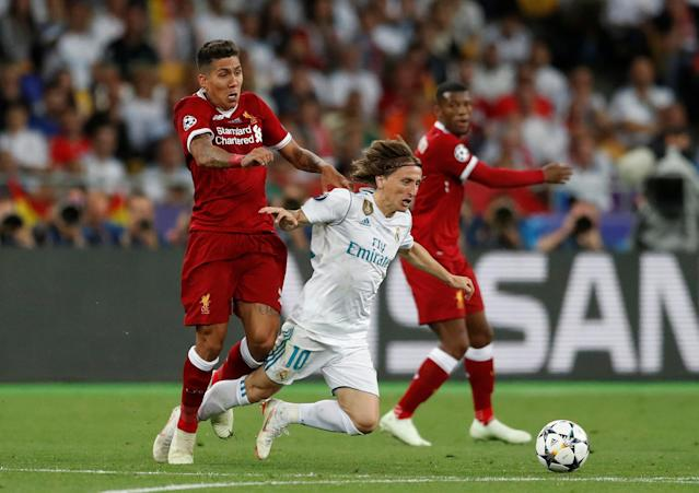 Soccer Football - Champions League Final - Real Madrid v Liverpool - NSC Olympic Stadium, Kiev, Ukraine - May 26, 2018 Liverpool's Roberto Firmino in action with Real Madrid's Luka Modric REUTERS/Andrew Boyers