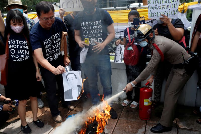Thai youths burn image of PM as resignation calls grow